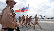 Российские военные на авиабазе Хмеймим в Сирии. Архивное фото