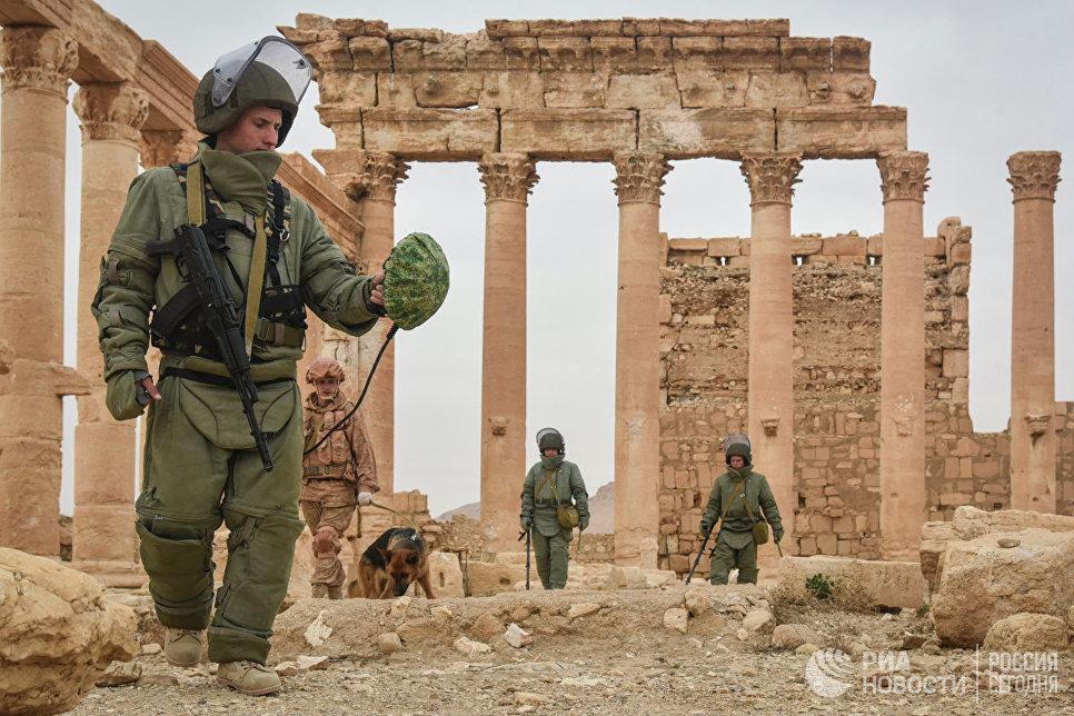 Саперы Международного противоминного центра Вооруженных сил РФ разминируют историческую часть древней Пальмиры