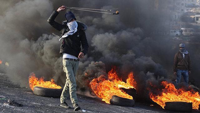 Израильские военные атаковали сектор Газа вответ назапуск ракет