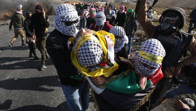 Раненный встолкновениях сармией Израиля палестинец скончался в клинике