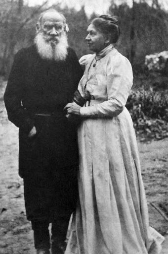 Писатель Лев Толстой с женой