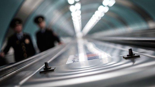 В Петербургском метро мужчина упал на рельсы