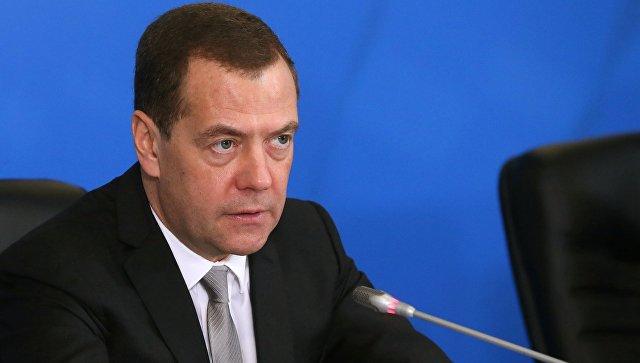 Дмитрий Медведев во время совещания на выставке Безопасность и охрана труда. 12 декабря 2017