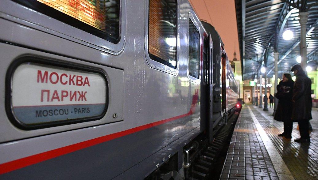 Международный поезд № 23/24 сообщением Москва - Берлин - Париж у перрона Белорусского вокзала Москвы. 12 декабря 2017