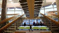 Гардероб и лестницы Большого Московского государственного цирка на проспекте Вернадского в Москве