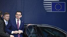 Премьер-министр Польши Матеуш Моравецкий прибывает на встречу группы «Вышеградская четверка» в Брюсселе. 14 декабря 2017