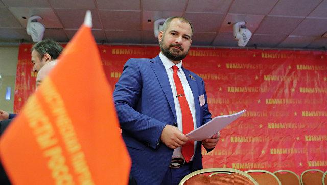 Лидер партии Максим Сурайкин на съезде партии Коммунисты России. 24 декабря 2017
