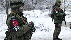 Сотрудники военной полиции ДНР на блок-посту на окраине Горловки Донецкой области. Архивное фото