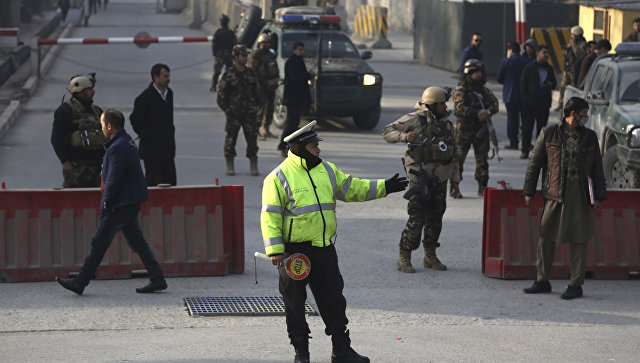 Афганская дорожная полиция и сотрудники службы безопасности. Архивное фото