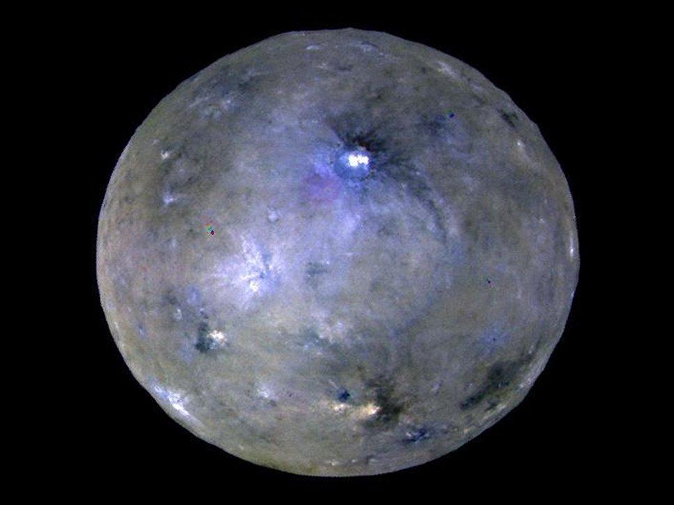 Карликовая планета Церера, снятая космическим аппаратом Dawn
