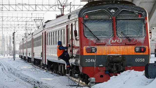 Электропоезд на станции. Архивное фото