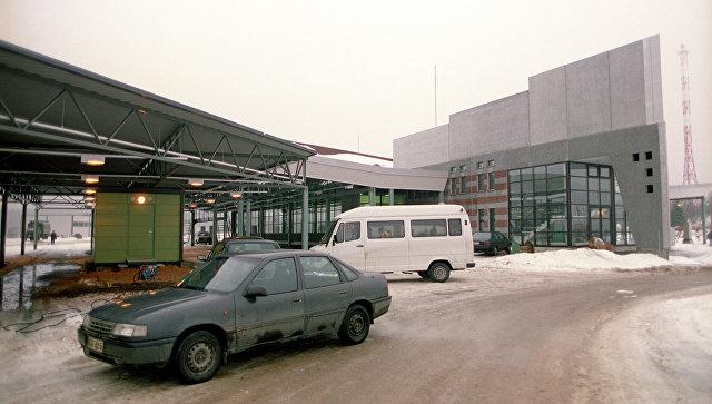 Автомобили на пункте пропуска Торфяновка. Архивное фото