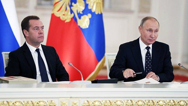 Владимир Путин и Дмитрий Медведев на заседании Госсовета по вопросам повышения инвестиционной привлекательности регионов. 27 декабря 2017