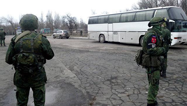Сотрудники военной полиции ДНР во время обмена пленными между ЛНР и ДНР и Киевом между поселками Майорск и Горловка. 27 декабря 2017