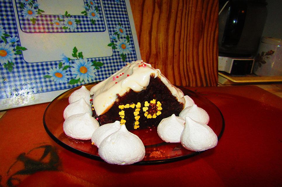 Финальный вариант кексодома в снегах из безе