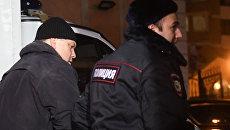 Экс-директор фабрики Меньшевик Илья Аверьянов, обвиняемый в убийстве, у Пресненского суда Москвы. 28 декабря 2017