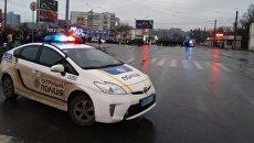 Сотрудники правоохранительных органов возле отделения Укрпочты в Харькове, Украина. 30 декабря 2017