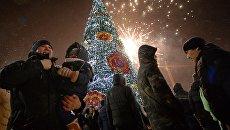 Праздничный салют во время празднования Нового года во Владивостоке