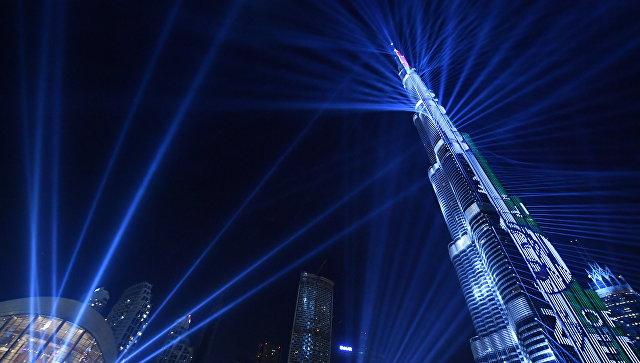 Лазерное шоу в самой высокой башне в мире Бурдж-Халифе во время празднования Нового года, Дубаи. 31 дкабря 2017