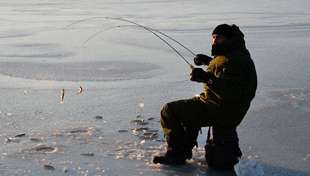 Рыбак-любитель. архивное фото