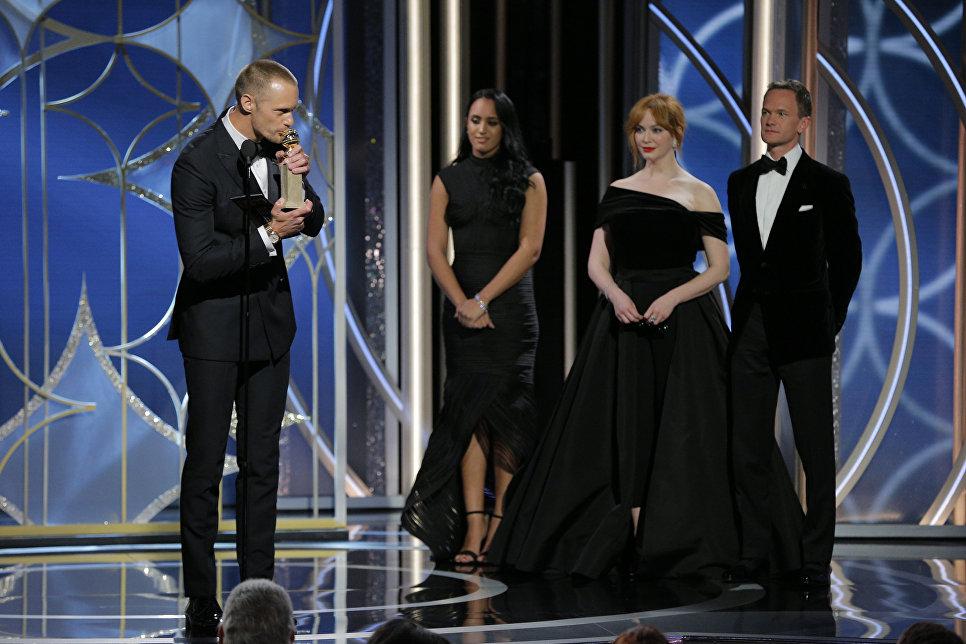 Александр Скарсгорд завоевал победу в номинации Лучший актер второго плана за исполнение роли в минисериале Большая маленькая ложь.