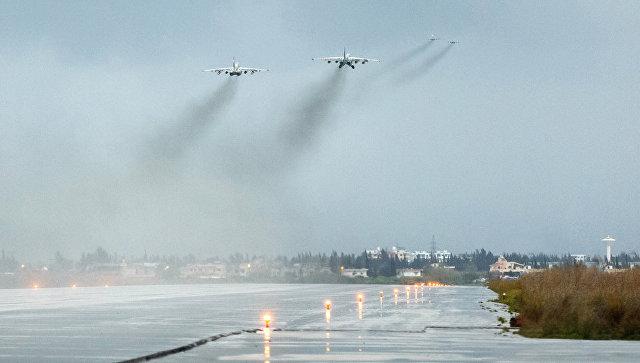 Самолеты ВКС России вылетают с авиабазы Хмеймим в Сирии. Архивное фото