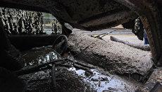 Грязь, заполнившая салон автомобиля, в результате оползеня с дождем в окрестностях Бербанке, штат Калифорния, США. 9 января 2018