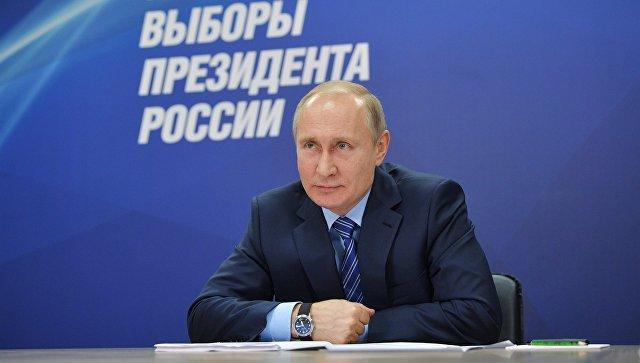 Президент РФ Владимир Путин выступает на первом заседании своего предвыборного штаба в Гостином дворе в Москве. 10 января 2018