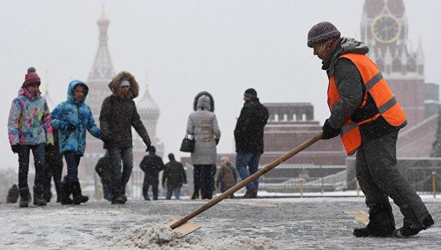 Вуборке снега вПодмосковье задействованы неменее 6 тыс. коммунальщиков
