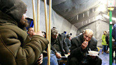 Раздача еды бездомным и людям в трудной жизненной ситуации. Архивное фото