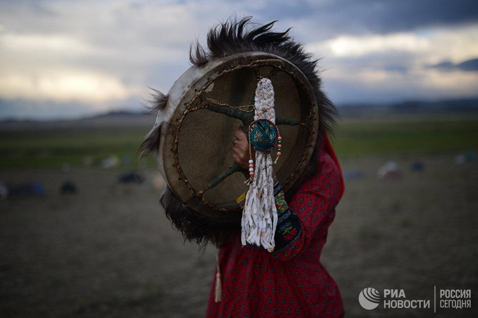 Участник международного фестиваля Зов 13-ти шаманов в Республике Тыва.