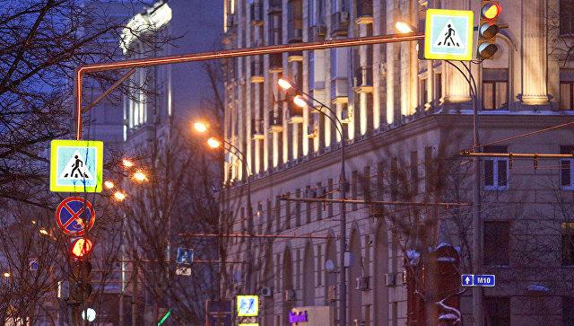 Cветофор со светящимися опорами в Москве