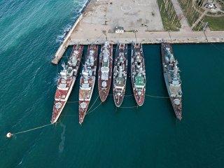 Военные корабли, принадлежащие Украине, в Крыму. Архивное фото