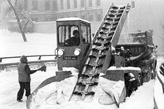 Очистка улицы от снега