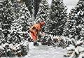 Коммунальные службы Москвы ликвидируют последствия сильного снегопада на Манежной площади