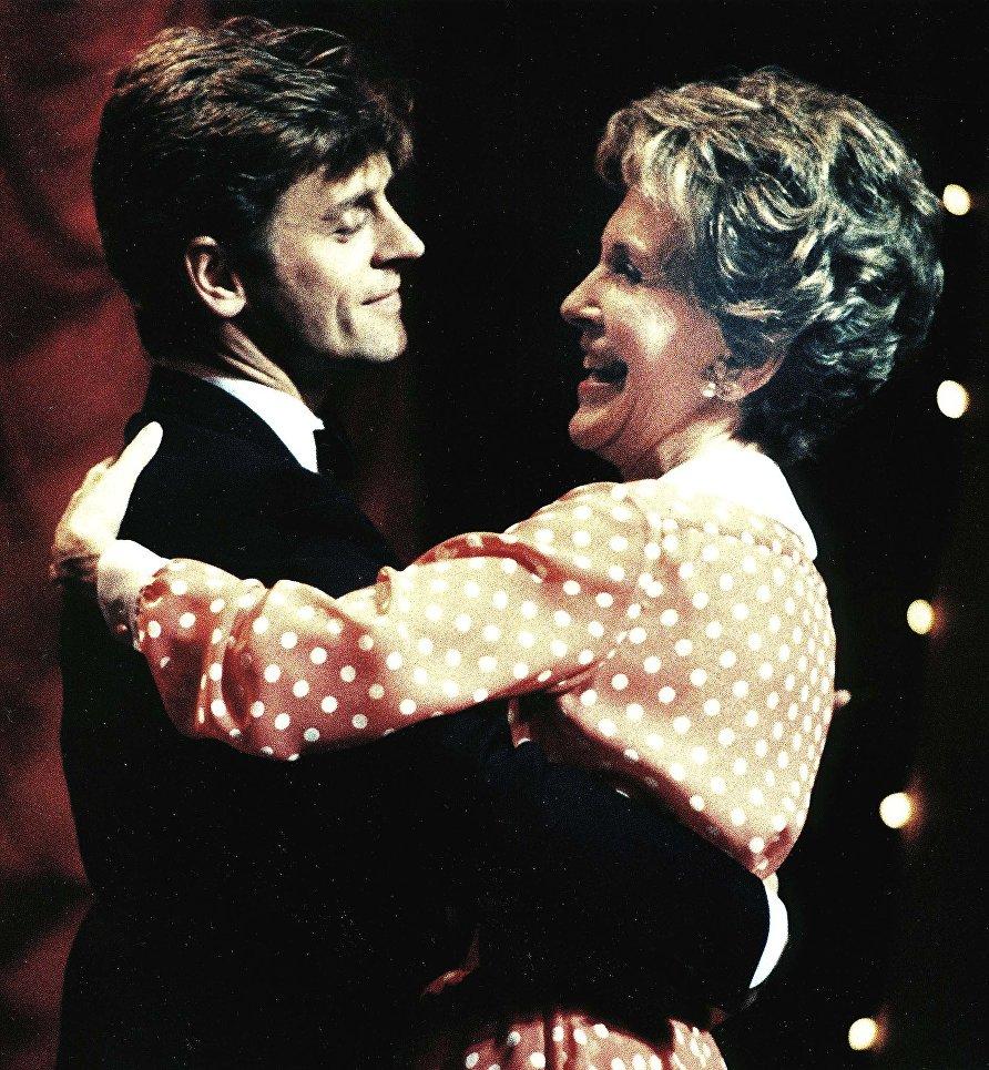 Михаил Барышников и Нэнси Рейган во время ежегодного фестиваля в театре Форда в Вашингтоне, 1987 год.