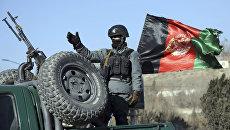 Афганский военный рядом с отелем Intercontinental Hotel в Кабуле. 21 января 2018