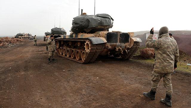 Турецкие танки в районе турецко-сирийской границы в провинции Газиантеп