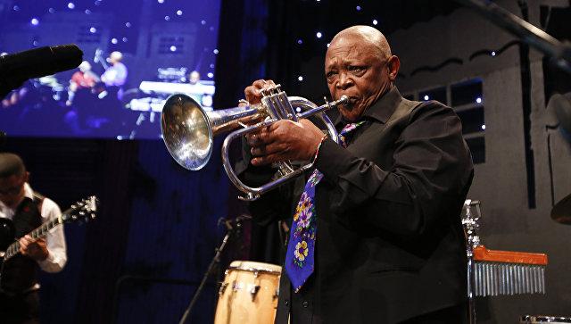 Ушел изжизни «отец южноафриканского джаза» Хью Масекела