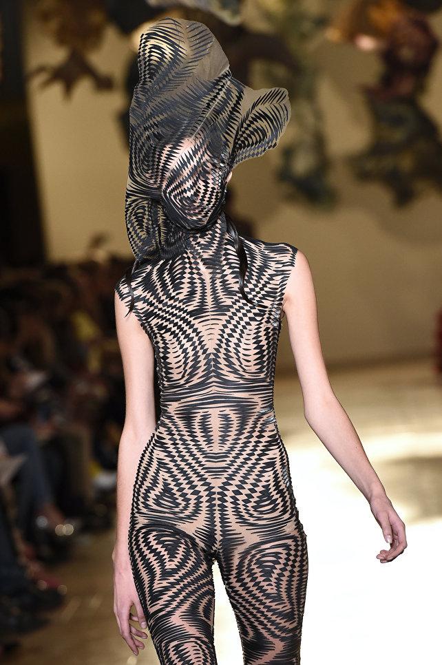 Показ коллекции Iris Van Herpen в рамках Недели высокой моды в Париже