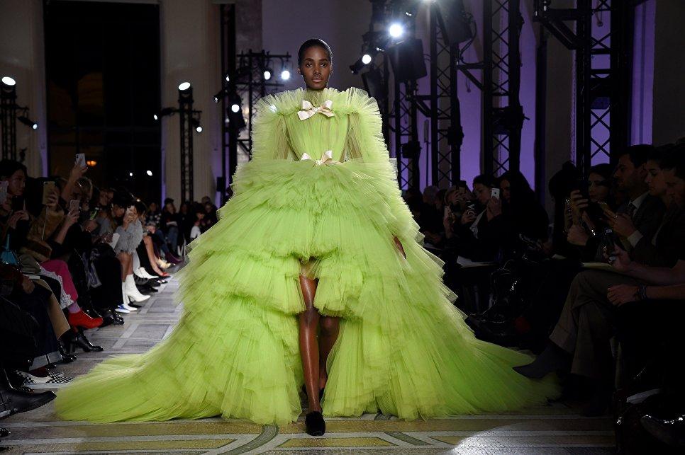 Показ коллекции Giambattista Valli в рамках Недели высокой моды в Париже
