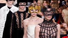 Показ коллекции Maria Grazia Chiuri для дома моды Christian Dior в рамках Недели высокой моды в Париже
