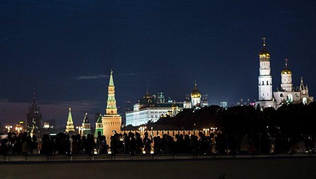 Вид на Московский Кремль из природно-ландшафтного парка Зарядье