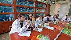 Студенты во время занятий. Архивное фото