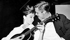 Актеры Одри Хепберн и Джордж Пеппард на съемках фильма Завтрак у Тиффани