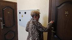 Женщина заселяется в новый дом