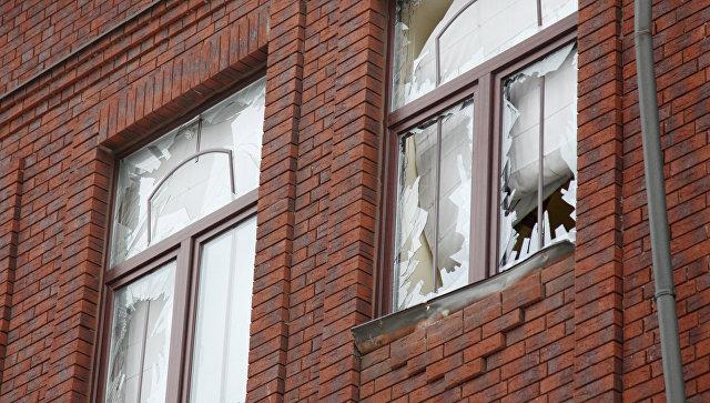 Поврежденные окна здания Минобороны ДНР в Донецке в результате обстрела из гранатомета. 2 февраля 2018