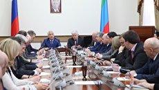 Врио главы РД Владимир Васильев представил Анатолия Карибова в качестве временно исполняющего обязанности председателя правительства Дагестана. 6 февраля 2018