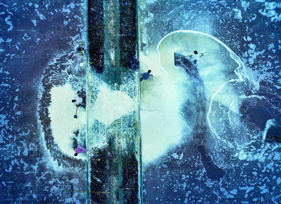 Снимок Соляные озера (美丽盐田》组照) фотографа 光和影, занявший второе место в категории История