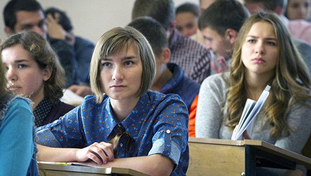 Студенты на лекции. Архивное фото